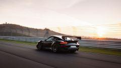 Porsche 911 GT2 RS: visuale di 3/4 posteriore