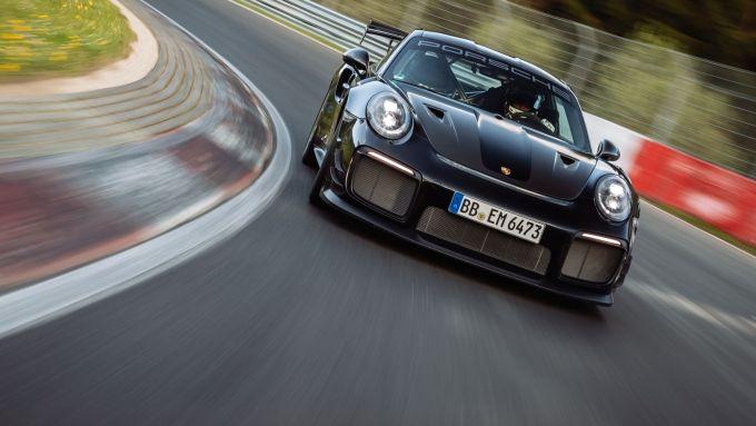 Porsche 911 GT2 RS: visuale frontale
