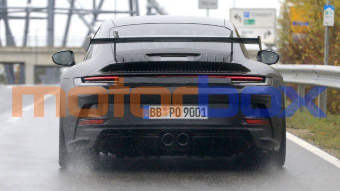 Porsche 911 GT3 2021 vista da dietro