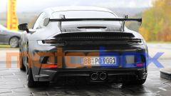Porsche 911 GT3 2021: visuale dell'enorme spoiler posteriore