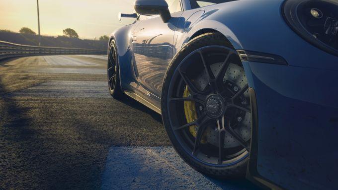 Porsche 911 GT3: le ruote verniciate e i freni colorati