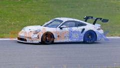 Porsche 911 GT3 R: foto spia al Nurburgring