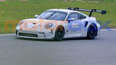 Nuova Porsche GT3 R 2020: foto spia, motore, esterni