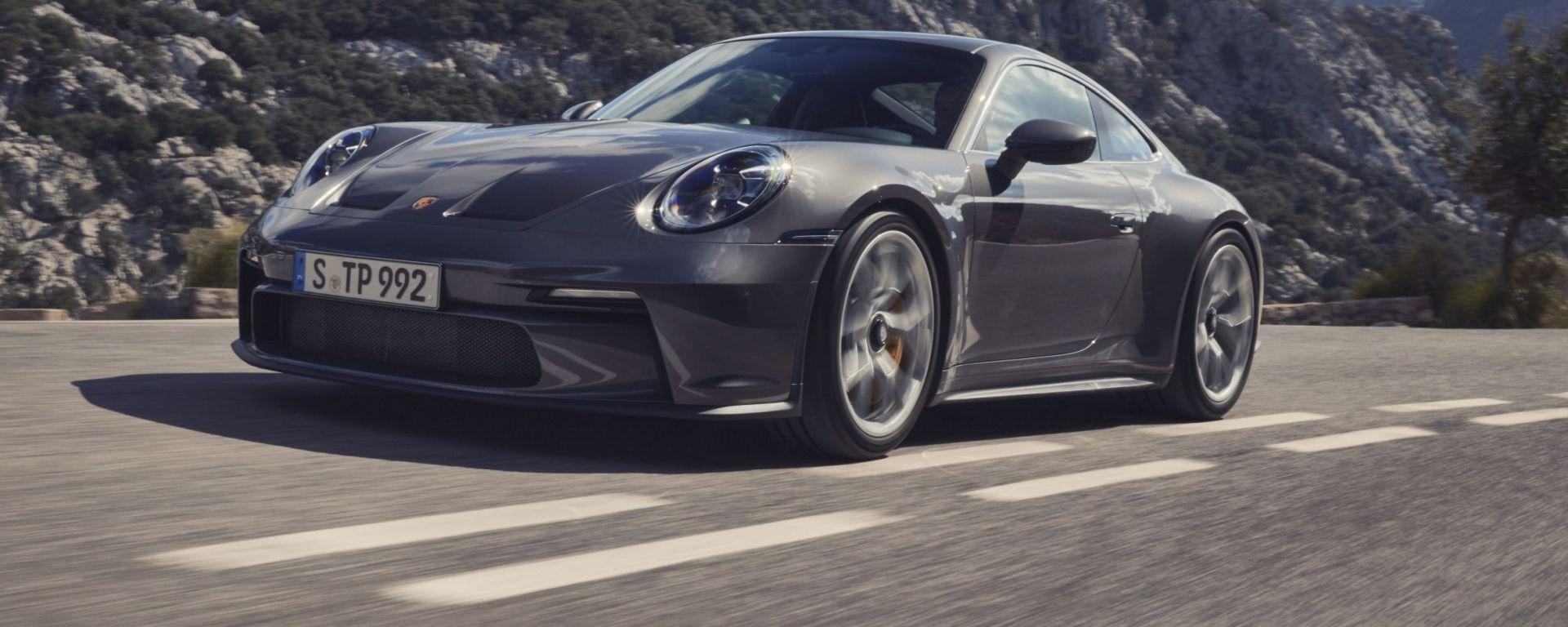 Porsche 911 GT3 Touring: visuale di 3/4 anteriore
