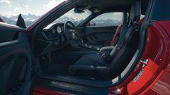 Porsche 911 GTS 2021: la versione Coupé, gli interni
