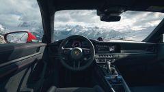 Porsche 911 GTS 2021: la versione Coupé, il posto guida