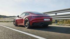 Porsche 911 GTS 2021: la versione Coupé, vista di 3/4 posteriore