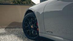 Porsche 911 GTS 2021: la versione Targa, i cerchi racing con mozzo centrale