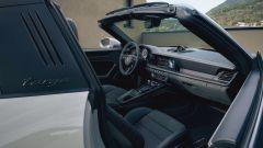 Porsche 911 GTS 2021: la versione Targa, il posto guida
