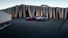 Porsche 911 GTS 2021: le versioni Targa e Coupé assieme