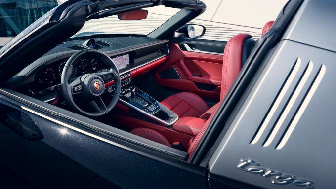 Porsche 911 Targa 4S 992: gli interni