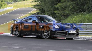 Porsche 911 Turbo Hybrid: il muletto durante i collaudi in pista
