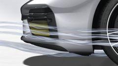 Porsche 911 Turbo S 2020, le prese d'aria chiuse guidano i flussi ai lati dell'auto