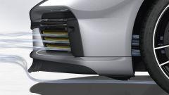 Porsche 911 Turbo S 2020, lo spoiler frontale riduce la quantità d'aria che passa sotto l'auto