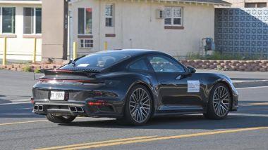Porsche 911 Turbo S Coupé 2020: la coda con i quattro scarichi trapezoidali