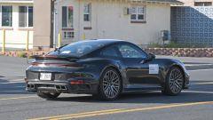 Porsche 911 Turbo S Coupé 2020: la coda con lo spoiler e il taglio affilato dei fanali a LED