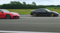 VIDEO: Porsche 911 Turbo S vs Taycan Turbo S, chi è più veloce?