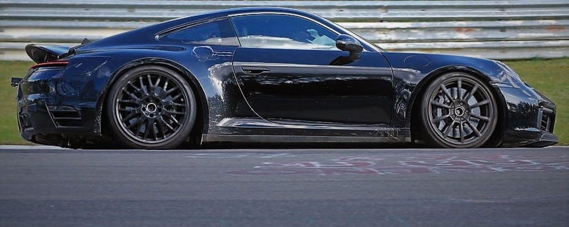 Porsche 911 Turbo: un muletto al Nurburgring