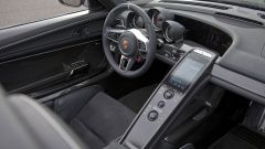 Porsche 918 Spyder: il posto di guida