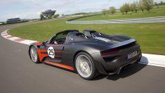 Porsche 918 Spyder, vista 374 posteriore