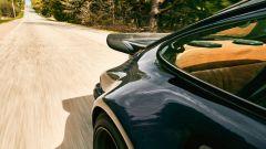 Porsche 930 Turbo: fianchi larghi e alettone