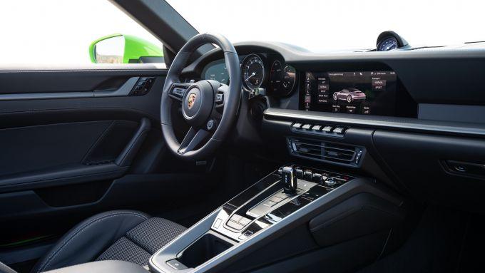 Gli interni della Porsche 992