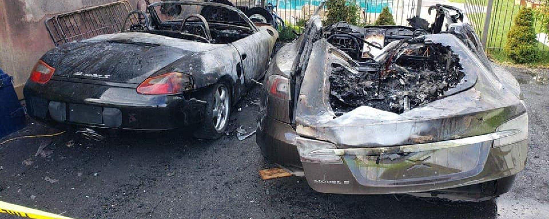 Porsche Boxster e Tesla Model S: una brutta fine