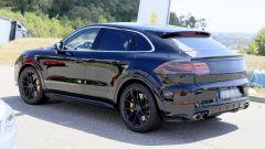 Porsche Cayenne Coupé, spiata l'anti BMW X6. Ecco come sarà - Immagine: 7