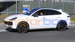Porsche Cayenne Coupé GTS: foto spia al Nurburgring