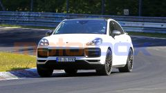 Porsche Cayenne Coupé GTS: l'auto molto impegnata in curva