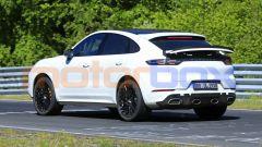 Porsche Cayenne Coupé GTS: nessuna camuffatura in vista, ma gli scarichi più esterni sono finti