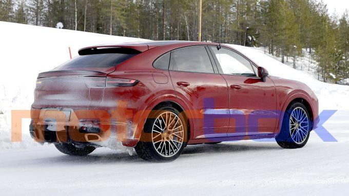 Porsche Cayenne Coupé GTS: scarichi in vista
