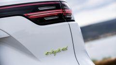 Porsche Cayenne Plug-in, cresce l'autonomia in elettrico