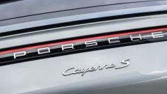 Porsche Cayenne S Coupé, il logo sul portellone