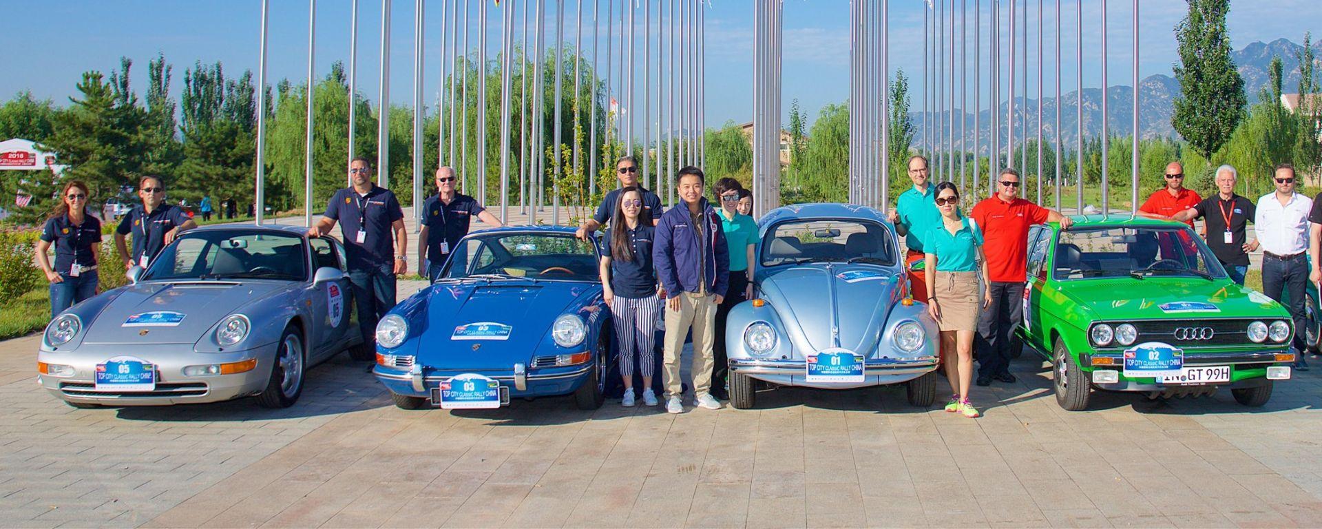 Porsche: da sinistra le due 911 del Museo di Stoccarda