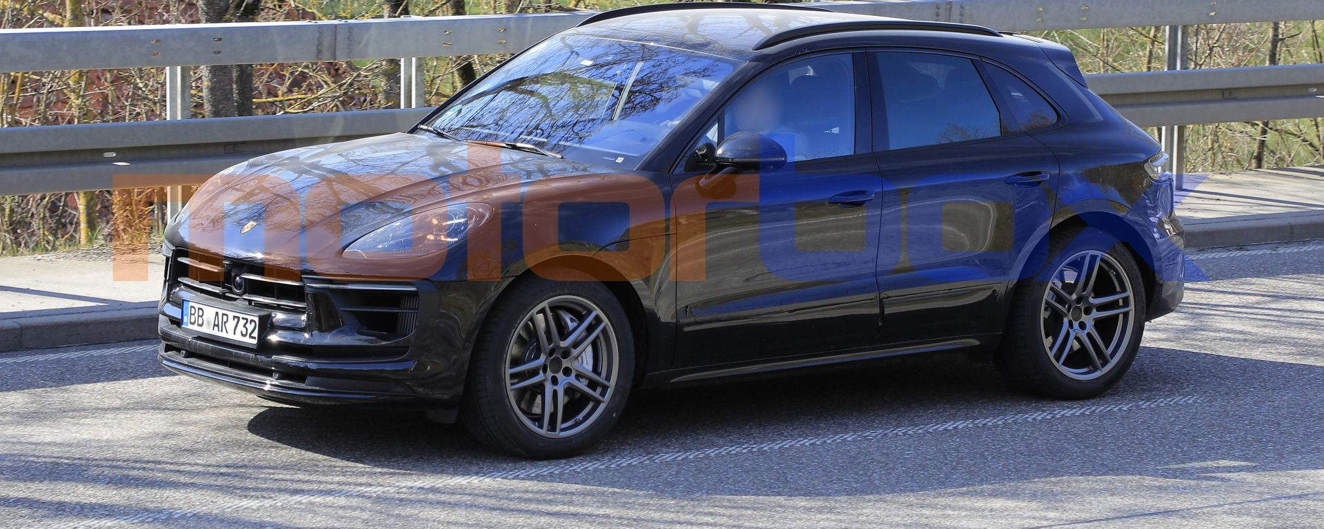 Porsche Macan 2021: il prototipo in Germania