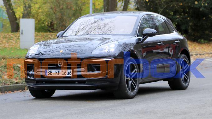 Porsche Macan 2021: visuale di 3/4 anteriore
