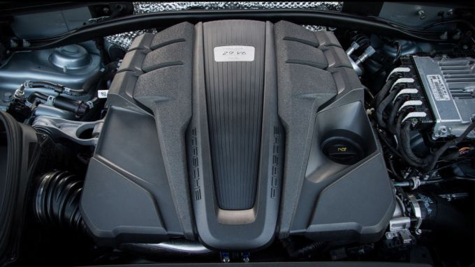 Porsche Macan, fino al 2024 anche a benzina