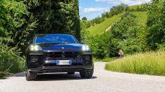 Porsche Macan Turbo 2020, il frontale