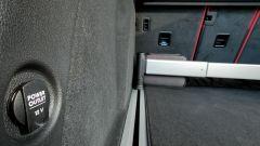 Porsche Macan Turbo 2020, presa a 12 V nel bagagliaio