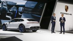 Porsche Mission E Cross Turismo Concept: in video dal Salone di Ginevra 2018 - Immagine: 7