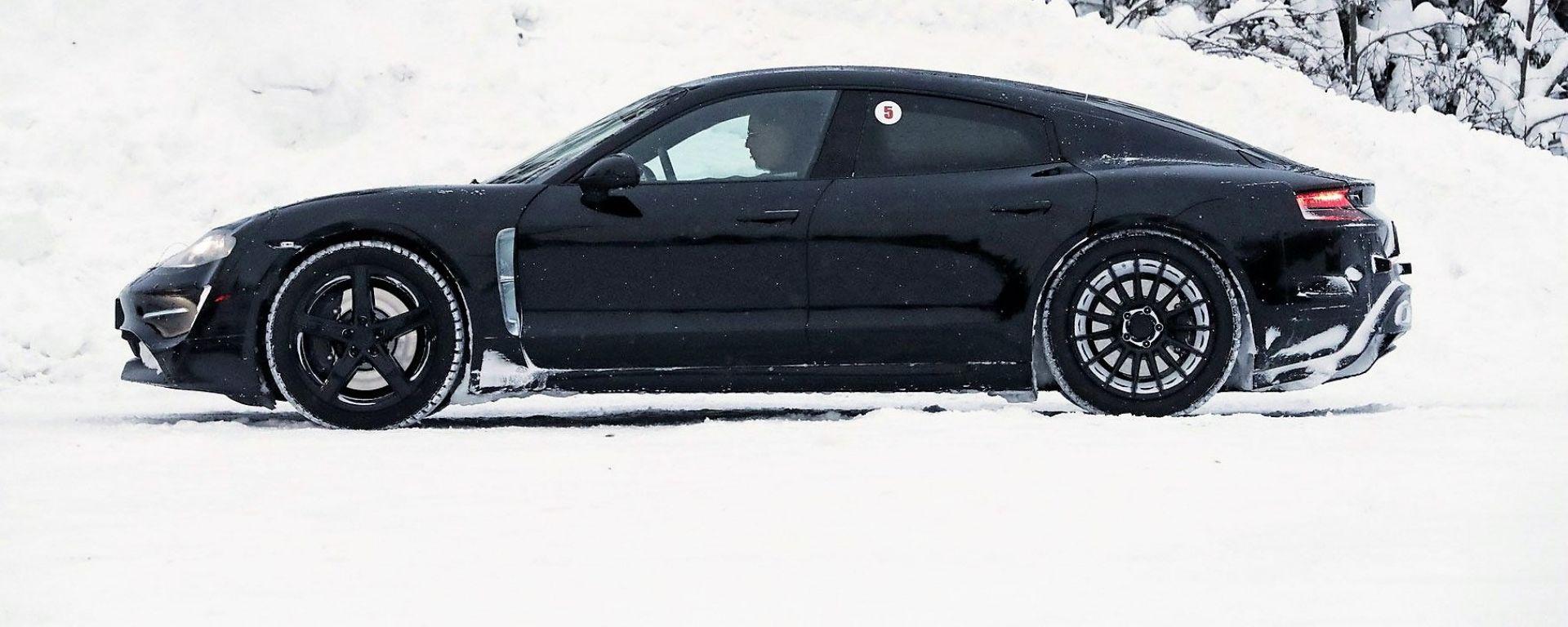 Porsche Mission E: vista di profilo