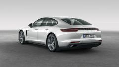 Porsche Panamera 4 E-Hybrid: vista 3/4 posteriore