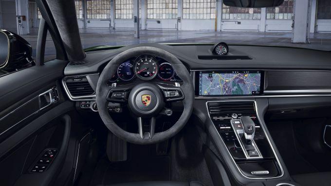 Porsche Panamera 4S: gli interni