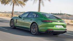 Porsche Panamera: la linea filante di una GTS vista da dietro