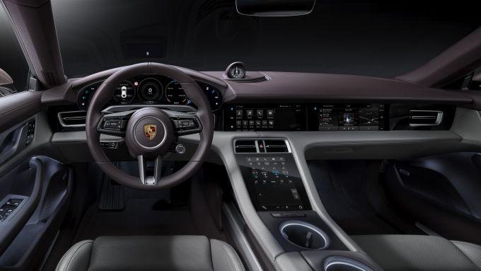 Porsche Taycan 2021, interni: l'abitacolo della entry level a trazione posteriore
