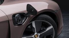 Porsche Taycan 2021: lo sportellino della ricarica
