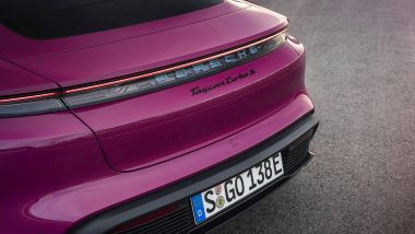 Porsche Taycan 2022: le novità riguardano anche la versione Cross Turismo