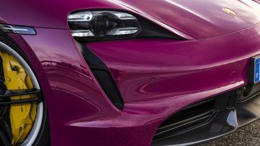 Porsche Taycan 2022: particolare del muso