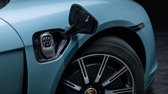 Porsche Taycan 4S: lo sportello di ricarica